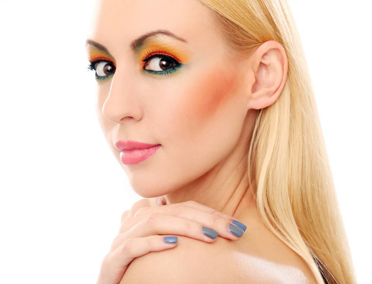 golden-eye-makeup