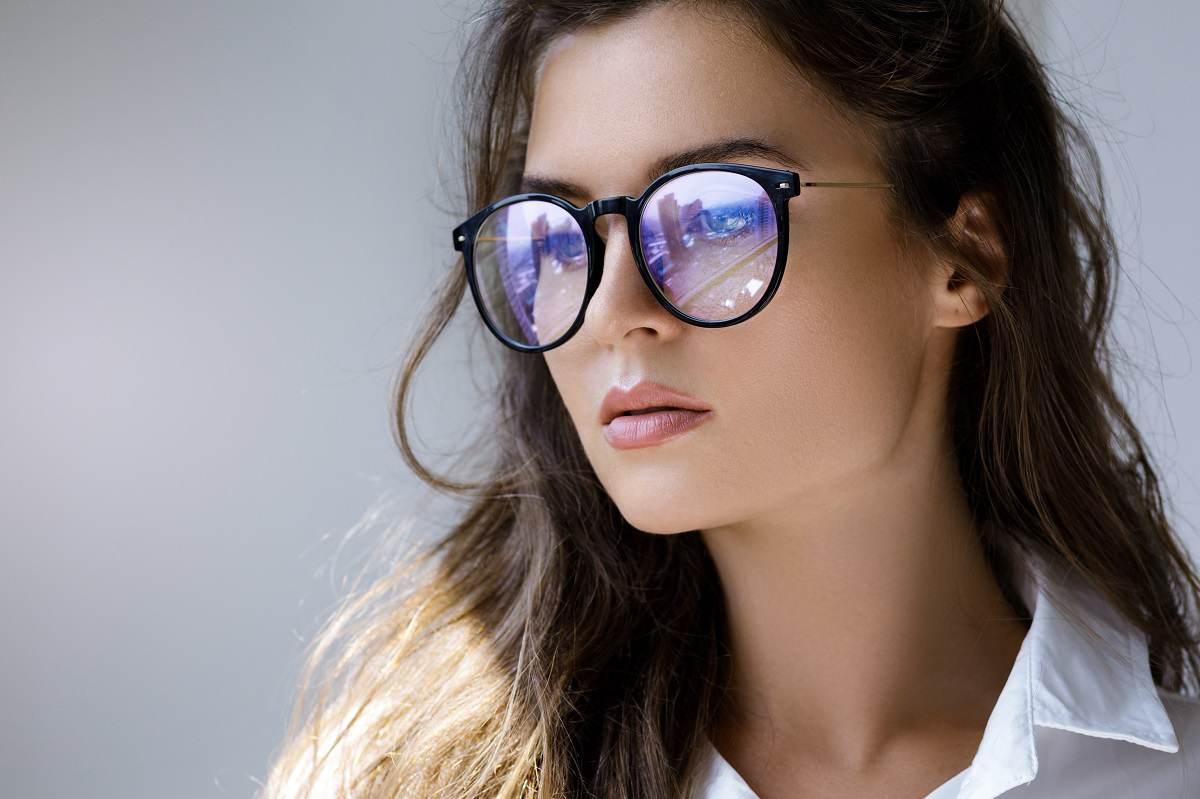 close-up-portrait-young-woman