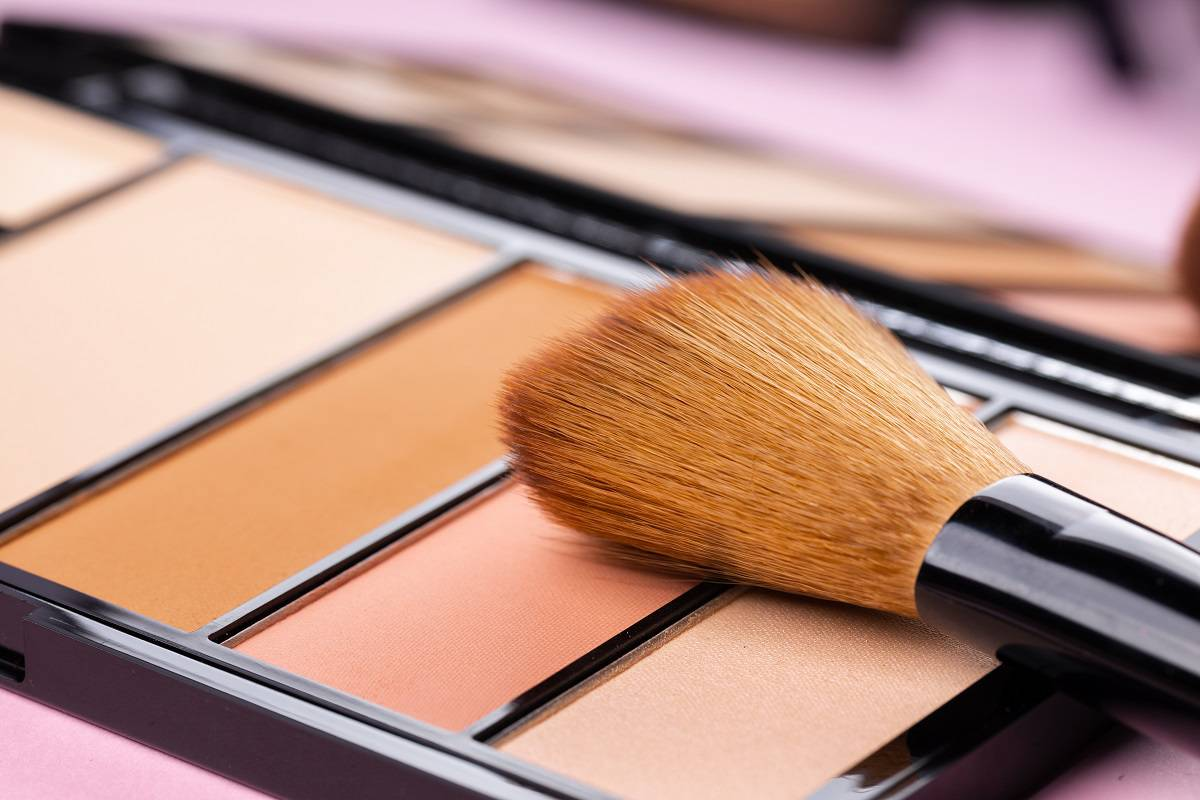 make-up-palette-with-brush