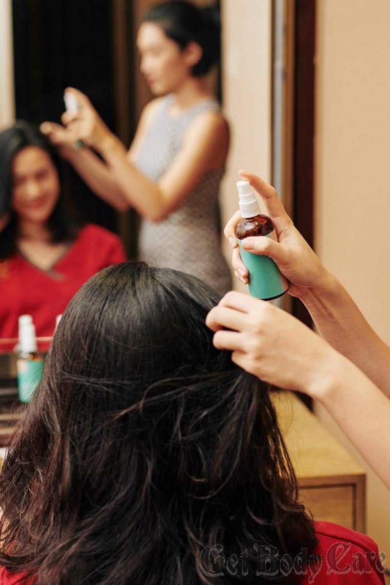 hairdresser-applying-heat-protecting-spray.jpg