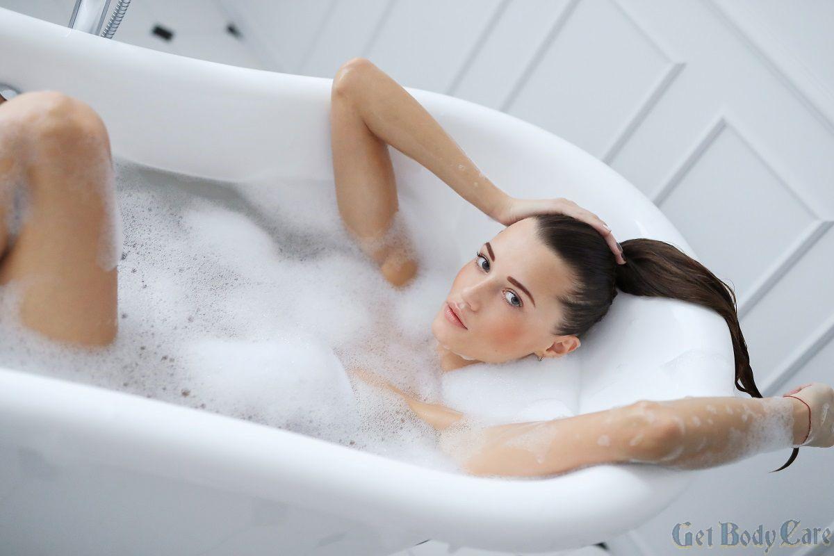young-nude-woman-taking-relaxing-foamy-bath.jpg